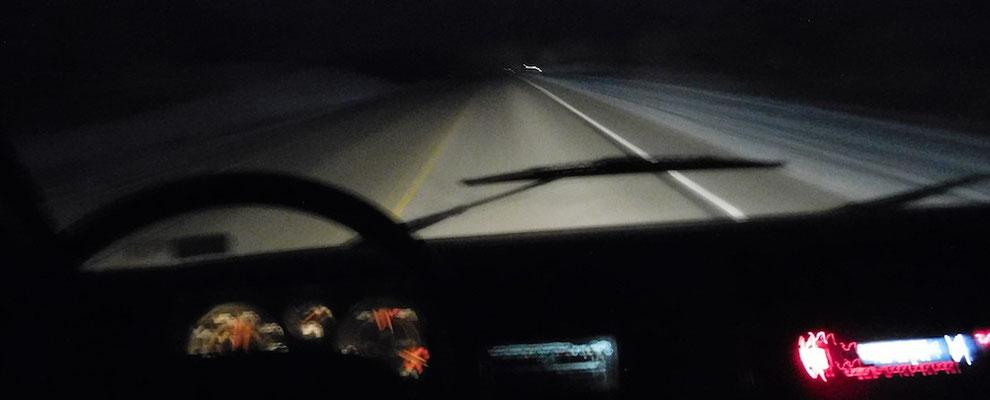 Immer weiter in die Dunkelheit - weg von der Industrie, rein in die Rockies...