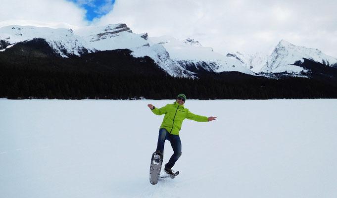 Mit Snowshoes auf dem Maligne Lake