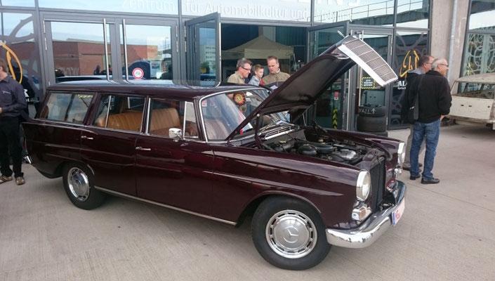 Mercedes Heckflosse 230 Universal