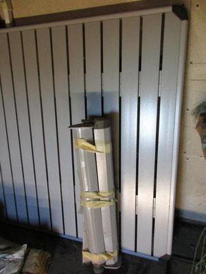 Er ist grau und aus Metall (Alu) 2,3 m x 1 m lang