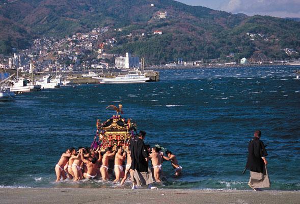 神輿の海上渡御