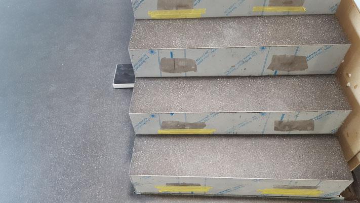 Ganz schick, auch die Treppe mit dem gleichen Manterial