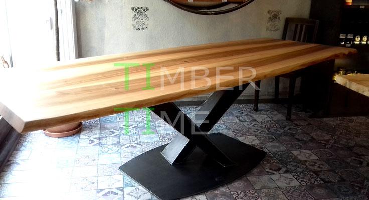 Stahlgestell Tisch