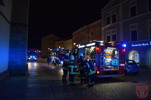 Kameraden der Feuerwehr Fischerdorf beim abrüsten
