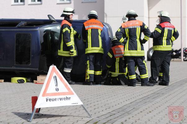 Fahrzeug Stabilisierung mit Weber Rescue System (Spanngurte mit Aluschienen)