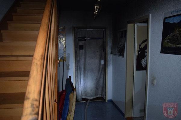 Dank des mobilen Rauchvorhang blieb der meiste Rauch im Zimmer