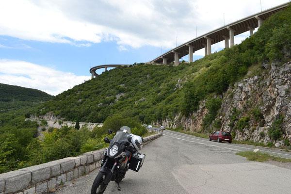 Ab Rijeka der Küstenstraße entlang
