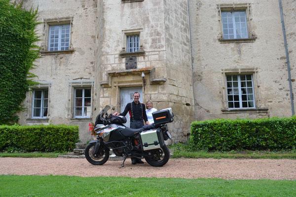 KTM 1190 Adventure vor dem Schloss