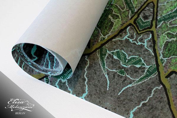 Design newspaper fields- Kollektion: TREASURY olivine - Fliestapete © ELISA MELANZANI BERLIN