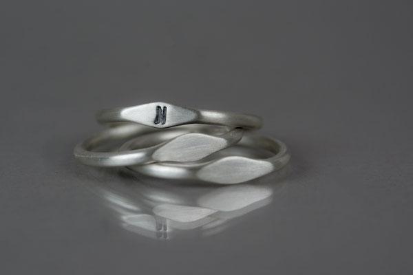 """Buchstaben-Freundschafts-Ring"" 2 mm aus 935/- Silber  je 95,- €"