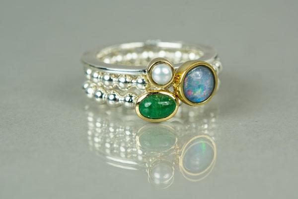 Ring 935/- Silber mit 750/- Gelbgoldfassung und Perle 178,- €,  Perdrahtring aus 935/- Silber mit 750/- Goldfassung und Opal 210,- € /mit Smaragd 269,- €