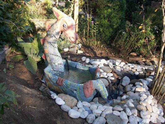 Brunnendrache von Susi, gearbeitet im Atelier Farnsworth