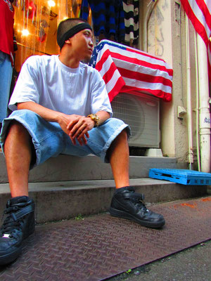 """■DJ KEIKI:""""謙虚に泥臭くひたむきに"""" という熱いワードを胸にHIPHOP界の頂点を目指すKEIKI氏。HIPHOP店「Crooklyn」に勤務される若干20歳のREAL B-BOY Keiki氏は、高校時代にサッカー部で培われた筋金入りの根性と丁寧過ぎるまでの礼儀正しさで、ストリートのお客様もフロアのオーディエンスもROCK ON。DJ KEIKI氏の活躍から目が離せません!!!_PHOTO@高円寺 Crooklyn"""