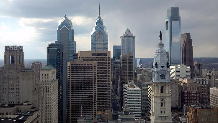 Hôtel de Ville et statue de William Penn. La City.