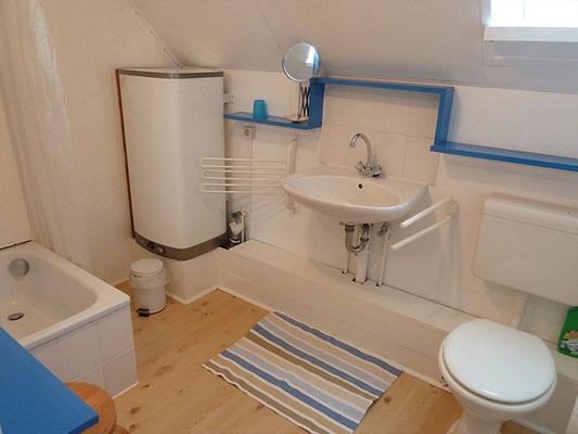 Blaues Bad im Obergeschoss