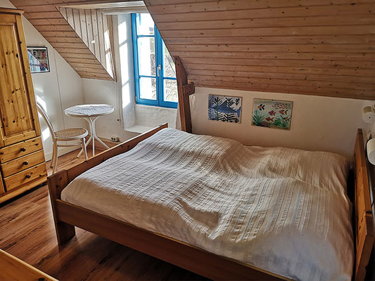 Rosa Schlafzimmer im Obergeschoss