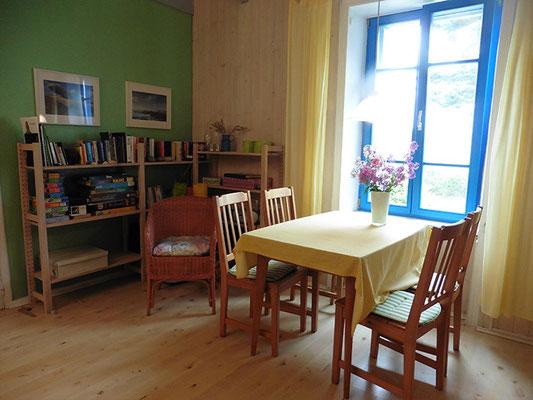 Weiterer Essbereich im Wohnzimmer