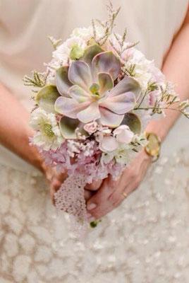 Brautstrauß mit Sukkulenten