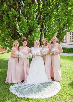 Brautjungfernstrüsschen weiss