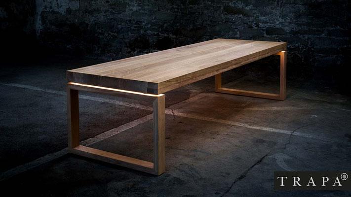TRAPA Design-Holztisch