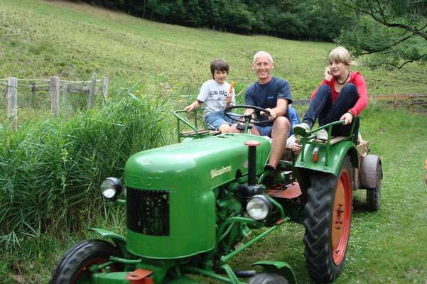 ... Nostalgie-Fahrt mit dem Traktor
