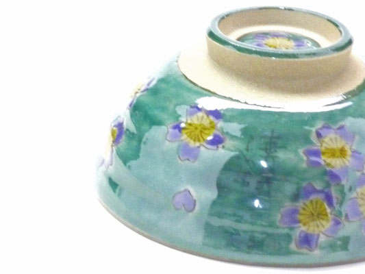 九谷焼通販 おしゃれな飯碗 茶碗 ご飯茶碗 グリーン地桜 裏絵 アップの図