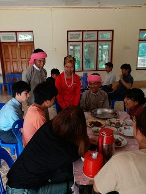 伝統舞踊、伝統音楽を学んでいる若者たちと交流しました。