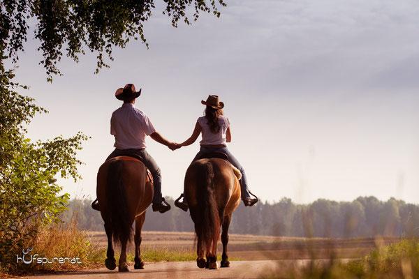 Pferdefotoshooting Westernreiter im Liebesglück, www.hufspuren.com