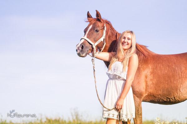 Pferdefotoshooting: Portrait im Sommerkleid