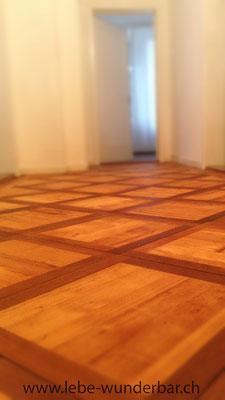 Frisch renovierter Holzboden: Sanfte Wärme unter den Füssen!