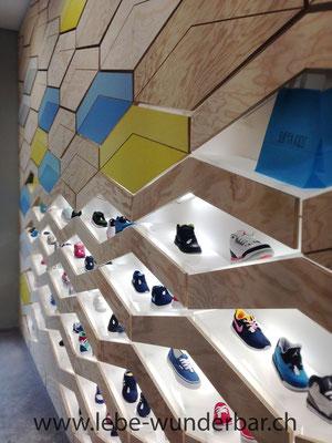 Schuhpräsentation im Kinderladen