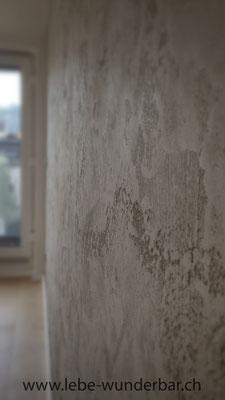 Viel Struktur & Tiefe - Dieser Kalkputz wird auch für Fassaden in Travertinsteinoptik verwendet