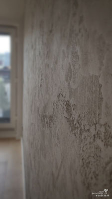 concrete meets travertine wall design made from lime plaster