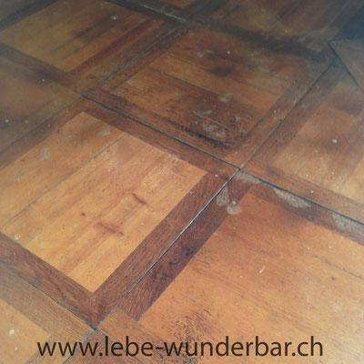 Vor der Renovierung, unansehnlicher Boden mit Flecken  :-(