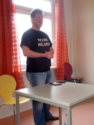 Nils Krebber, High-Fantasy Autor, erste Lesung überhaupt ... hat man aber kein Stück gemerkt!