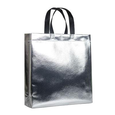 Mehrwegtaschen und Tragetaschen in silber metallic kaschierte Non Woven Taschen mit schwarzen Griffen die ideale auffälliche Tragetaschen als Weihnachtstaschen oder Geschenktaschen zu Weihnachten