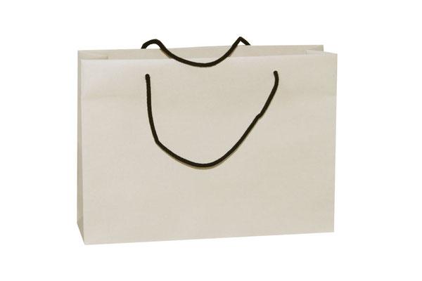 exklusive Papiertüten aus Zuckerrohr mit Kordel aus Baumwolle in schwarz diese Bild zeigt die Originalfarbe des Zuckerrohrpapier