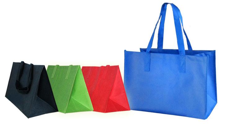 große Tragetasche mit Extra großer Bodenfalte und Seitenfalte von der Größe wie die IKEA Taschen jedoch aus NON Woven in blau rot schwarz und grün in kleinen Mengen erhältlich Tragetaschen groß mit viel Fassungsvolumen