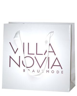 Papiertragetasche mit Satinband im Kundendesign bedruckt mit glänzender Laminierung veredelt