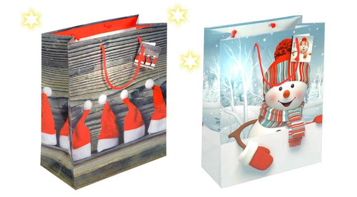 Weihnachtstragetaschen Scheebubi und Weihnachtsmützen bedruckt mit lustiger Schneemann und Nikolausmützen als Griff dient eine rote Kordel