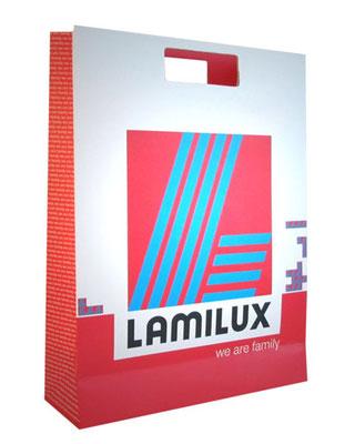 Papiertragetaschen mit Stanzgriff Griffloch kartonverstärkung eine klassische Papiertasche