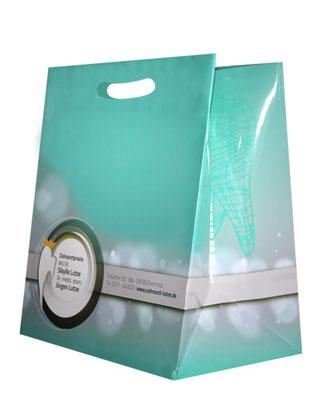 ausgestanzter Griff für Papiertragetaschen Modell M