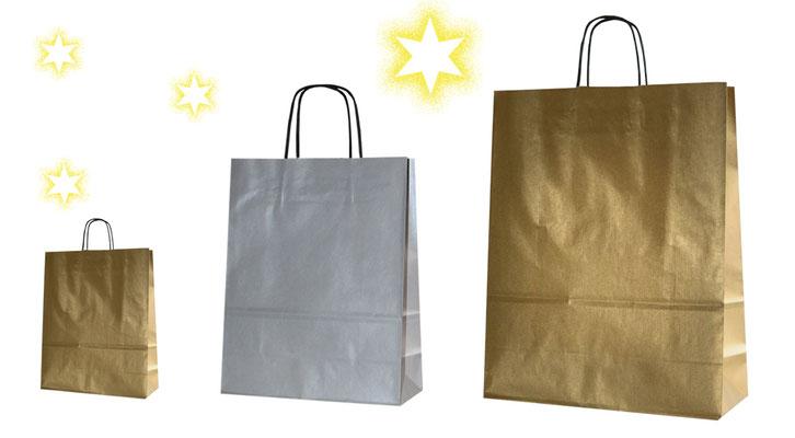 Weihnachtstaschen gold oder silber einfache Papiertragetaschen in goldener oder silberner Farbe mit schwarzem Griff