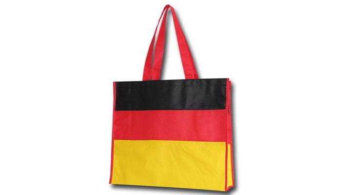 Tragetaschen und Werbetaschen Deutschland nach diesem Motto wurden unsere Mehrwegtaschen in der Farben schwarz rot gold nach den Farben von Deutschland produziert und steht zum Verkauf bereit