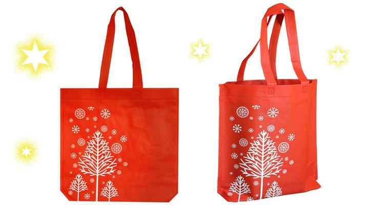 rote Weihnachts Tragetaschen mit weißen Tannenbaum und Schneeflocken Schneekristallen und langen Griffen als Tragebänder in rot