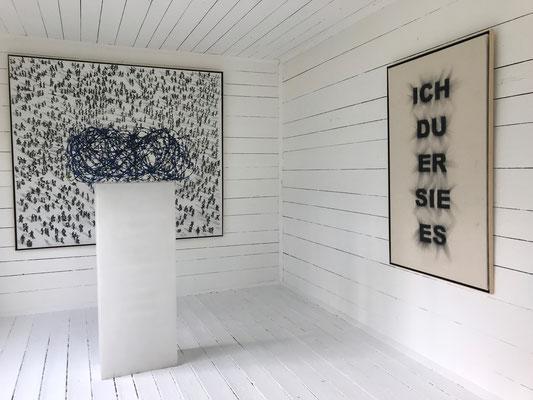 Installation im Gartenhaus im Schloss Ebenau, Manfred Bockelmann, Europäische Außengrenze - ohne Worte, 2018 ©Galerie Walker