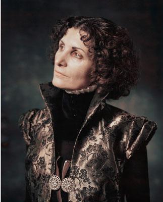 Irene Andessner, Aus der Serie Donne Illustri, 2003, Elena L. Cornaro Piscopia, Polaroid, 24x19 cm, © bei der Künstlerin
