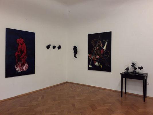 Einblick in die Ausstellung 'Schön sind wir sowieso' im Schloss Ebenau, Gudrun Kampl ©Galerie Walker