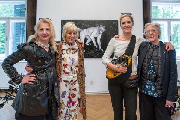 Eröffnung 'Schön sind wir sowieso!', Gudrun Kampl, Mari Otberg, Christy Astuy, Burgis Paier ©Dieter Arbeiter