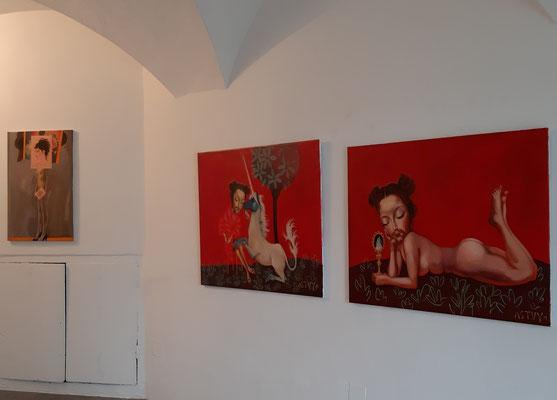"""Einblick in die Ausstellung """"Schön sind wir sowieso"""", Christy Astuy ©karlheinzfessl.com"""